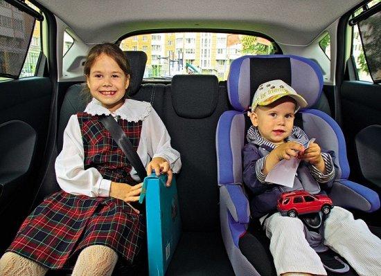 Как помочь ребенку в поездке, если его укачивает