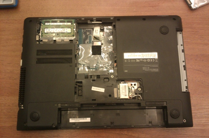 Dismantle the laptop Samsung NP355V4C