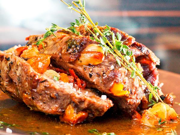 Запеченное мясо в фольге с грибами