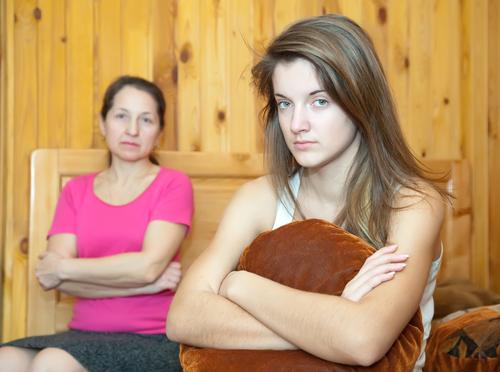 Отношения между девочкой и мамой
