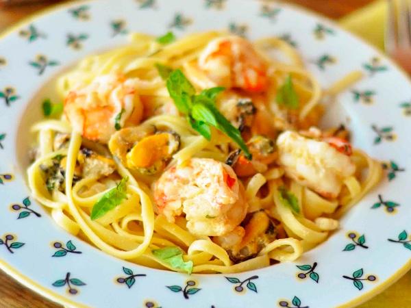 Приготовить спагетти с курицей в молочном соусе
