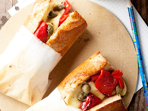 Сэндвич с овощами и голландским сыром