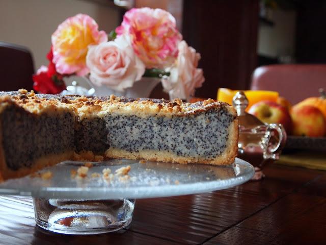 Как приготовить творожный пирог с маком и брусникой?