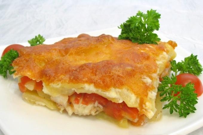 Как запечь рыбу с картофелем под майонезом