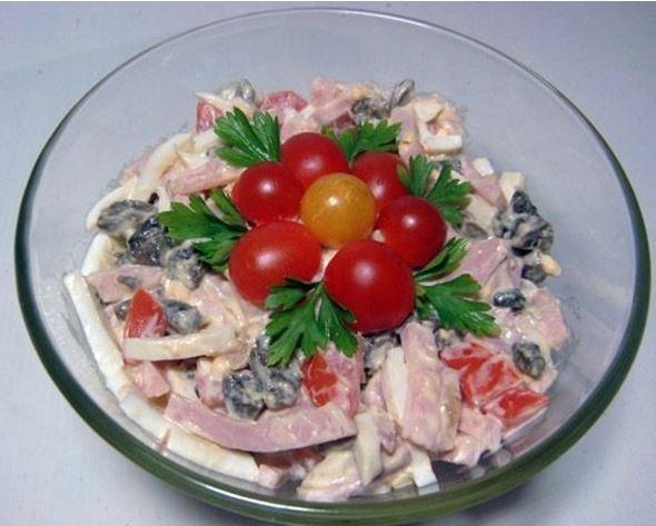 Салат с грибами и колбасой рецепты простые и вкусные