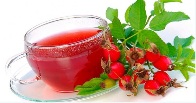 Сушеные ягоды шиповника можно заменить на сироп из этих ягод, который продается в аптеке.