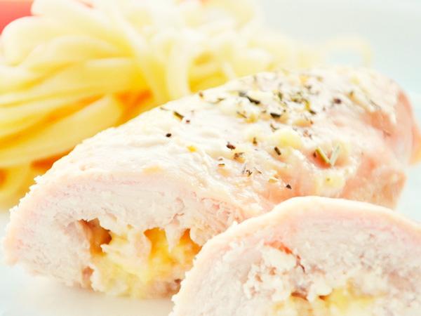 Рулет куриный с сыром и творогом
