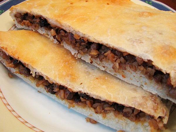 Приготовить пирог с гречкой и куриной печенью