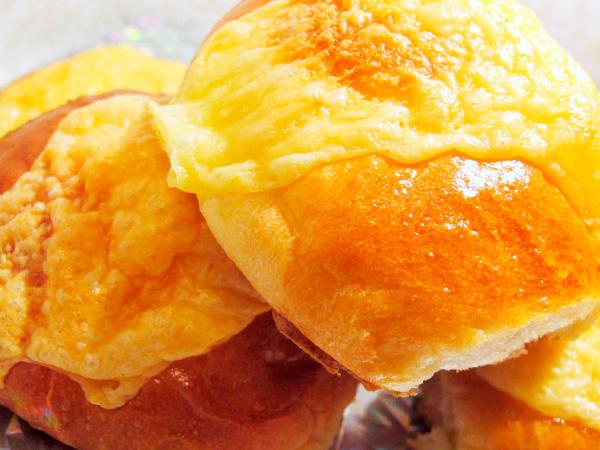 Приготовить слоеный сырный хлеб