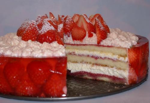 Торт клубнично-малиновый