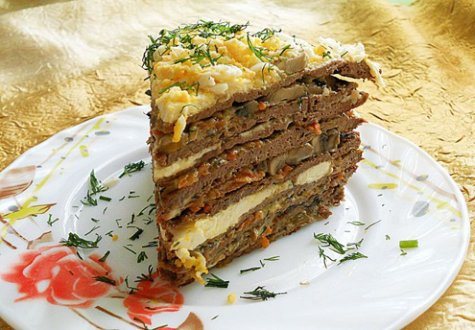 Торт из печени с зеленью