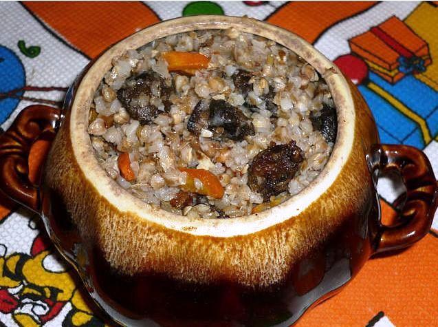 Волшебный горшочек: свинина с грибами и гречневой кашей