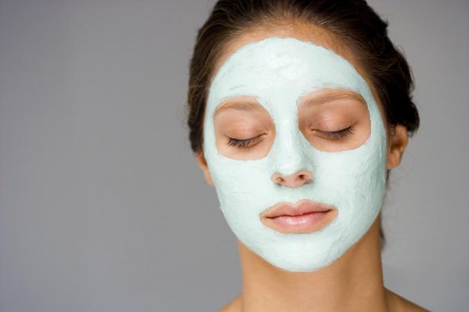 Уход за жирной кожей лица: маски