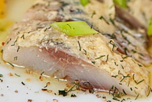 Закусочная сельдь под горчичной заливкой