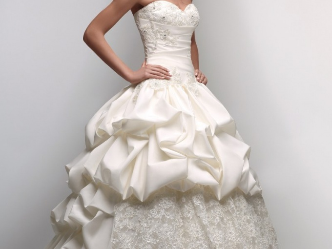 Кто должен покупать свадебное платье - жених или невеста