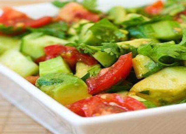 Готовим весенний салат из авокадо и сельдерея