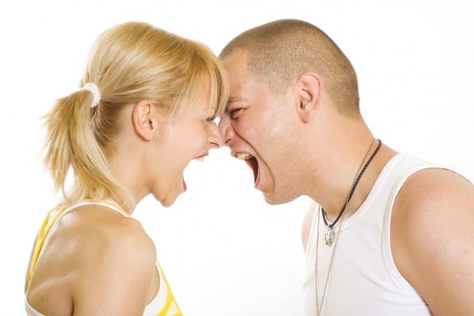 Как справиться с агрессией между близкими людьми?