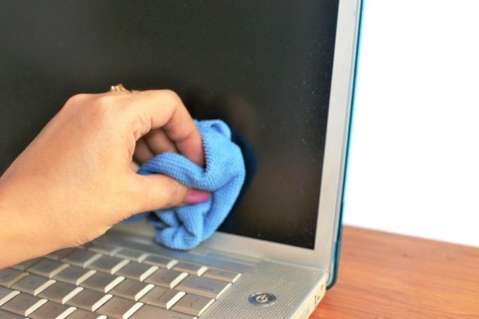 Как помыть дисплей компьютера