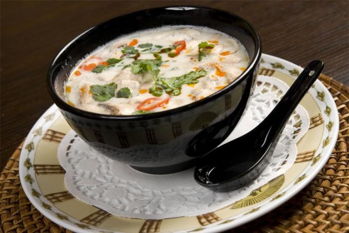 Необычный кокосовый суп с креветками