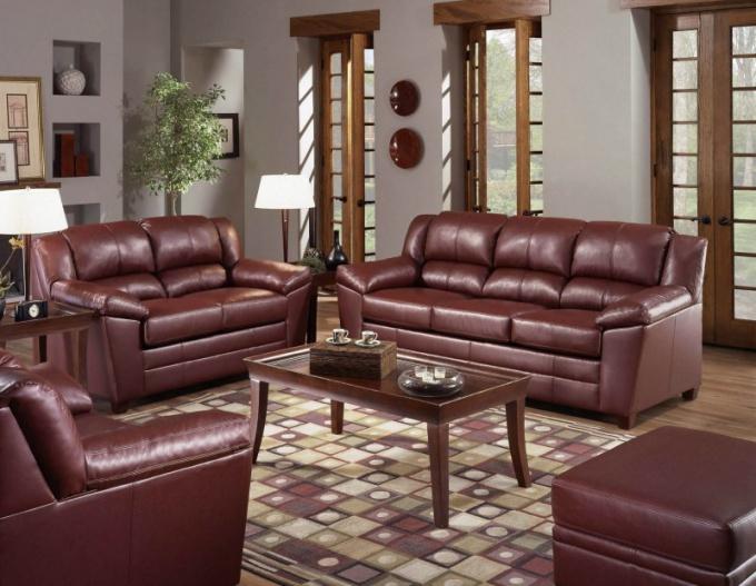 Кожаная мебель свидетельствует о прочном финансовом положении