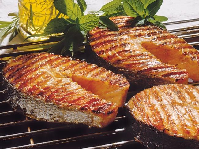 Вкусные стейки из семги или форели на мангале: как приготовить