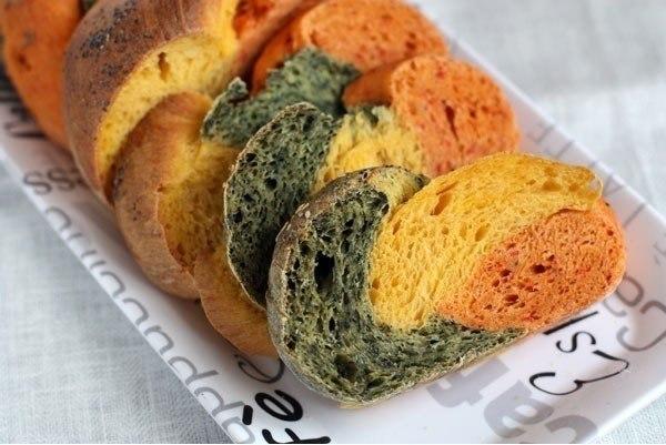 Как приготовить трехцветный хлеб