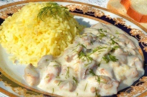 Свинина в чесночно - молочном соусе
