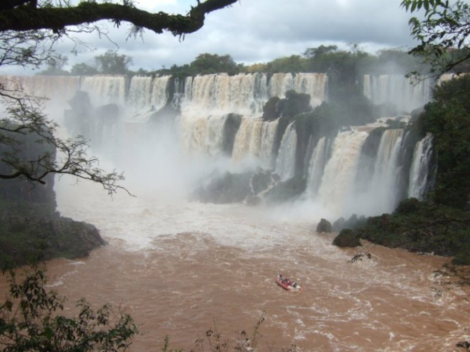 Какие водопады являются крупнейшими в мире