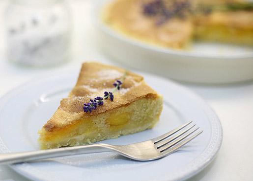 Как приготовить пирог с абрикосом и манным кремом?