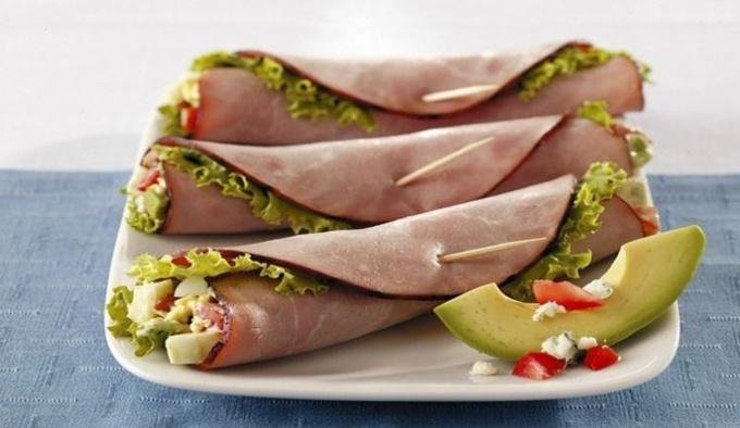 Как приготовить ветчинные конвертики с салатом