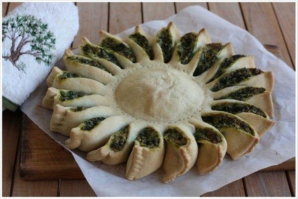 """Как приготовить пирог """"Солнце"""" со шпинатом"""