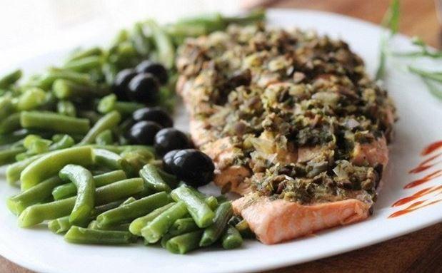 Филе лосося с оливками