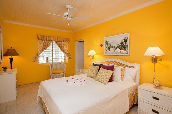 Как оформить спальню в желтом цвете