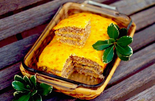 Как приготовить слоеный сырный пирог с куриным фаршем
