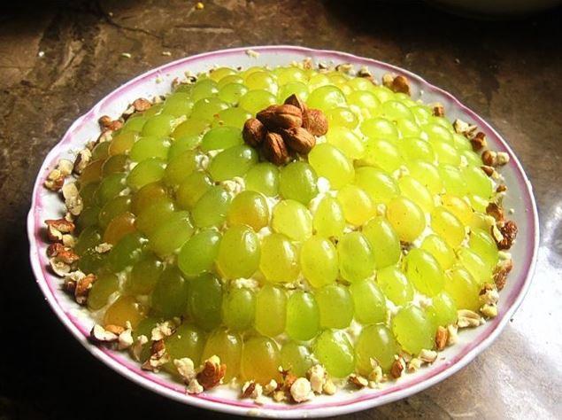 Салат изумрудный с виноградом с