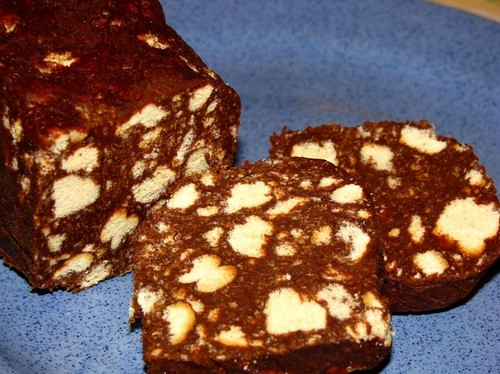 Шоколадная колбаска из печенья