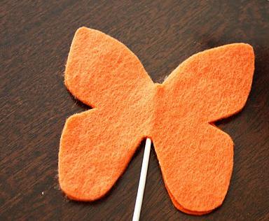 """Забавная инсталляция """"Порхающие бабочки"""""""