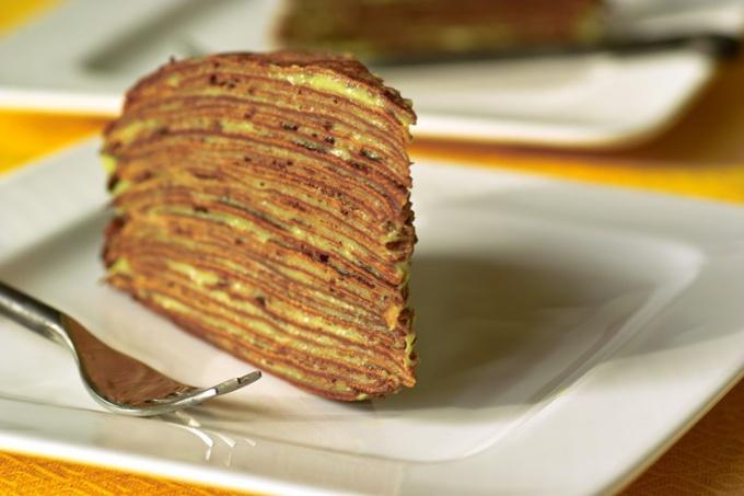 Торт из блинчиков с миндалем