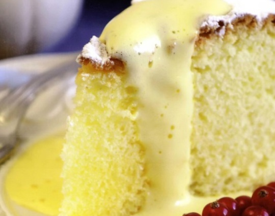 Рецепт воздушного торта с молочным соусом