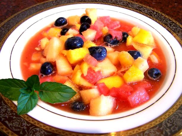 Как приготовить фруктово-ягодный суп с шоколадным соусом