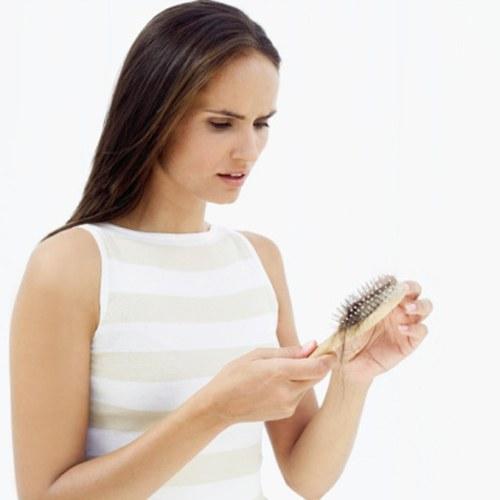 Если возникли проблемы с волосами, не стоит медлить с визитом к врачу.