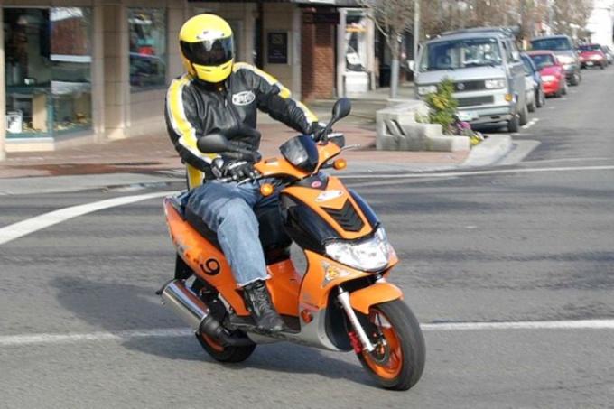 Чем скутер отличается от мопеда