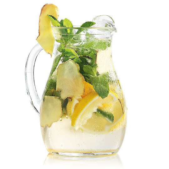 Drink from ginger, lemon and mint