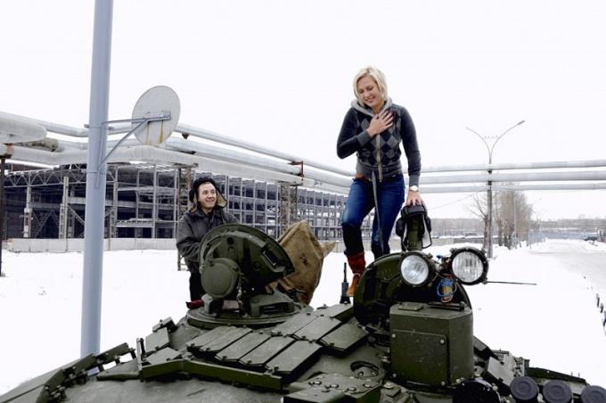 «Прокати нас, Маруся, на танке, до околицы нас прокати!»