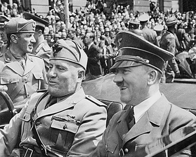 Адольф Гитлер и Бенито Муссолини