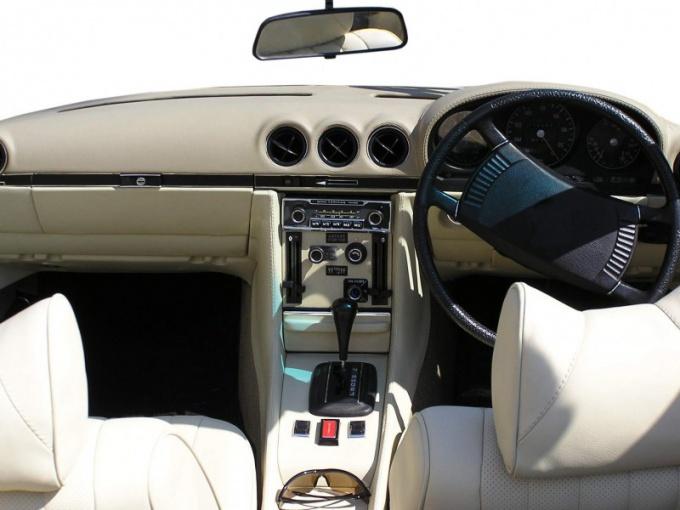 Водителю автомобиля с правым рулем сложнее совершать обгон