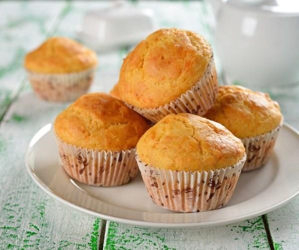 Любимые многими кексы с вареной сгущенкой имеют приятный карамельный вкус