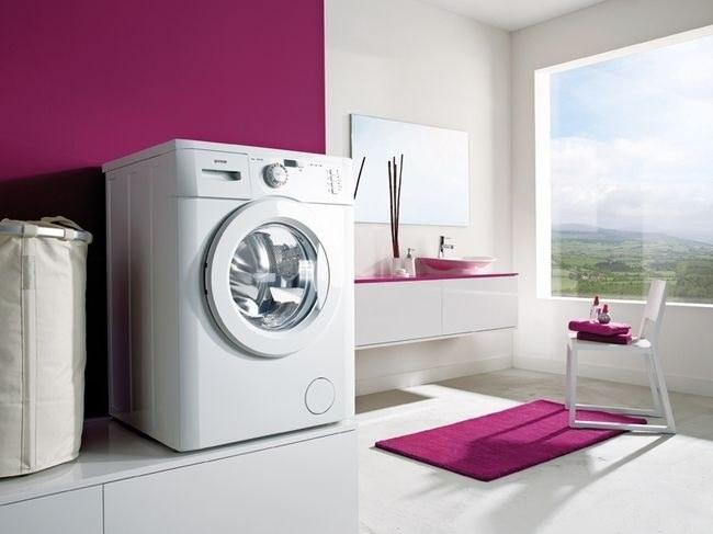 Полноразмерные стиральные машины могут не пройти в дверной проем санузла
