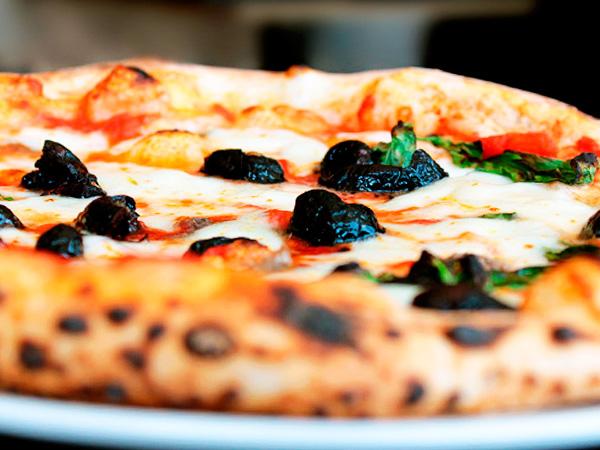 Вкусная неаполитанская пицца