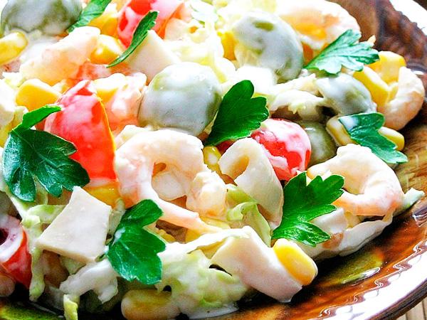 Вкусные кальмары с помидорами в сметане